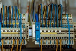 UTA '45 – Inilah Perbedaan Teknik Elektro dan Teknik Mesin
